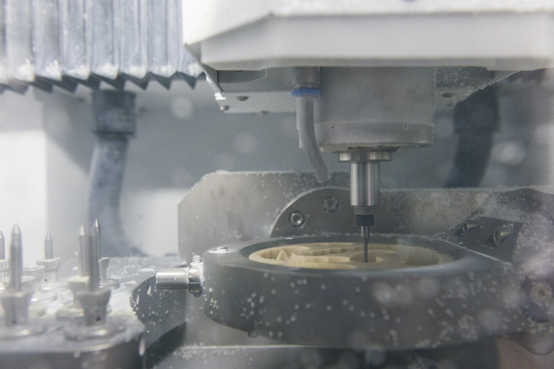 CAD/CAM Zahnersatz und Implantatzubehör